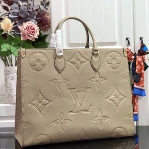 Louis Vuitton empreinte onthego cream
